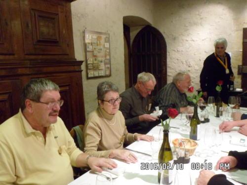 Rencontre des Confréries neuchâteloises au Château de Boudry: Pierre-André et Mado Triponez, ..., ... et Michel Tardin.
