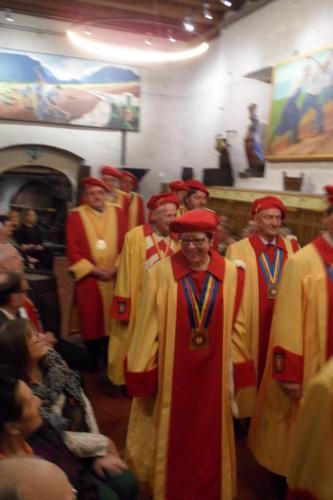 Frairie de printemps au château de Boudry - cérémonie des intronisations: entrée des dirigeants de la Compagnie en tenue d'apparat.