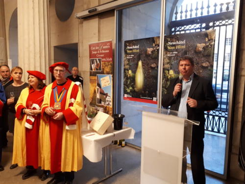 Violaine Blétry de Montmollin, Marie-France Matter, Jean-Paul Vuitel et Yann Künzi lors du lancement du Non-Filtré à l'Hôtel de Ville de Neuchâtel.