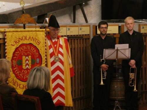 Frairie de printemps au Château de Boudry - cérémonie des intronisations: Sylvain Ischer et les deux trompettistes de l'Harmonie de Colombier.