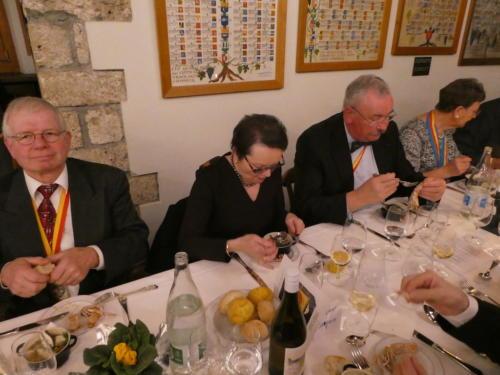 Frairie de printemps au Château de Boudry: Patrice Février, Mme Sanguin, Bernard Schwarzenbach et Danielle Zehr.