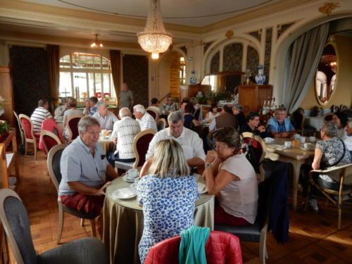 Sortie en Franche-Comté et en Bourgogne: pause-café à Malbuisson.