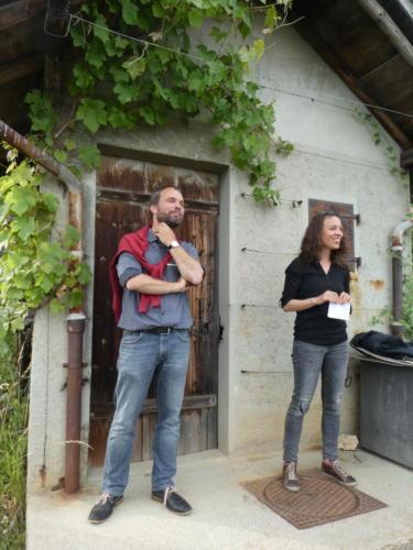 Frairie de la floraison: visite des vignes du Domaine des Lerins, famille Perret. Thomas Perret et sa sœur Odile Perret.