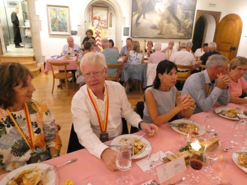 Repas organisé au Château de Boudry, à l'occasion du voyage en Suisse d'une délégation de la CV2N de Montréal.